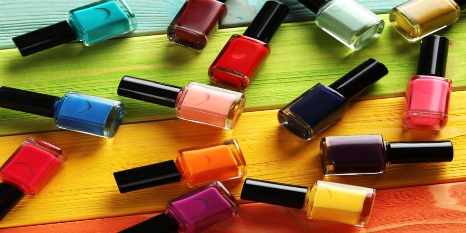 can nurses wear nail polish